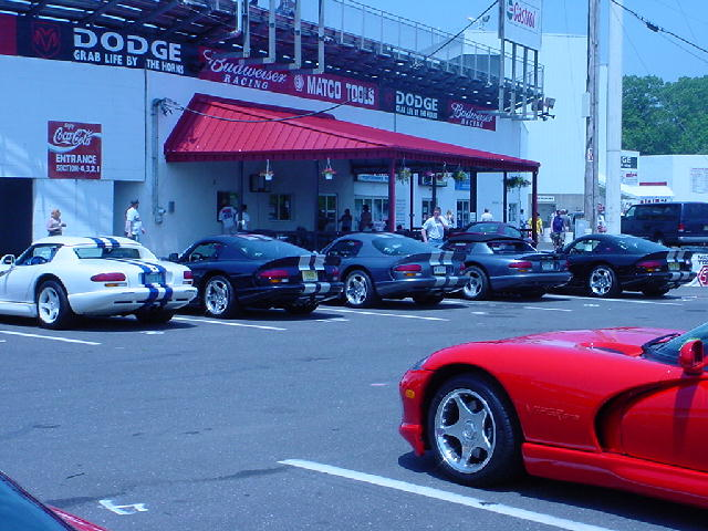 Click image for larger version  Name:320883-viper_pit_parking.jpg Views:44 Size:78.9 KB ID:5663